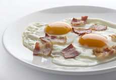Gebraden eieren met bacon Stock Afbeeldingen