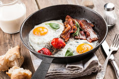 Gebraden eieren met bacon Stock Foto