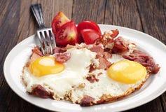 Gebraden eieren met ham Royalty-vrije Stock Fotografie