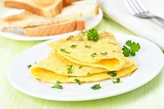 Gebraden eieren met kruiden Stock Afbeelding