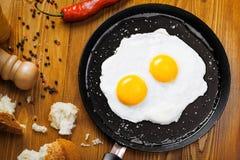 Gebraden eieren op een pan Stock Foto