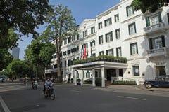 Gebraden fishFront mening van de Legende Metropole Hanoi van Hotelsofitel stock afbeelding