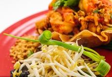 Gebraden garnalen en groenten in knapperig brood Royalty-vrije Stock Afbeelding