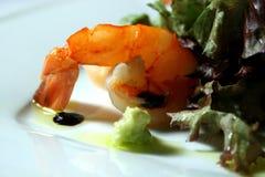 Gebraden garnalen met salade Stock Foto