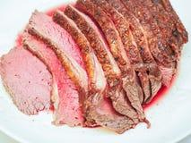 Gebraden gekruid sappig rood vlees Royalty-vrije Stock Foto's