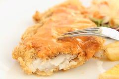 Gebraden gepaneerd vissenlapje vlees stock fotografie