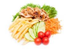 Gebraden gerechtenaardappels met kippengoudklompjes Royalty-vrije Stock Foto