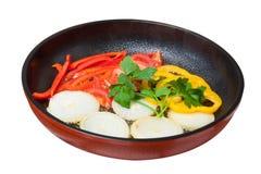 Gebraden groenten op ceramische pan (0) .jpg Stock Afbeelding