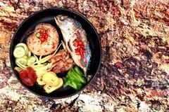 Gebraden jasmijnrijst met de vraag Kao Klok Kapi van het garnalendeeg Stock Afbeeldingen