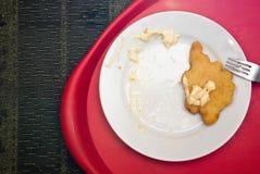 Gebraden kip op een plaat die met mayonaise wordt gediend Stock Foto