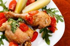 Gebraden kippenbeen, eenvoudig diner Royalty-vrije Stock Foto's