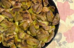 Gebraden kippendijen met aardappels Stock Foto's