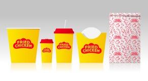 Gebraden kippenembleem en identiteit Brieven op een vorm zoals rode haankam Spot op voedselpakketten royalty-vrije illustratie