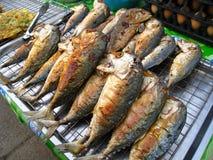 Gebraden makreel in de markt Royalty-vrije Stock Foto's