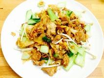 Gebraden noddle met varkensvlees en groenten Stock Foto's