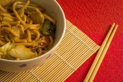 Gebraden noedel Yakisoba Aziatische keukenmaaltijd stock foto's