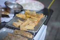 Gebraden noedelbroodje, gebraden Tofu en knapperige gebraden graanbal, Vegetarisch voedsel Royalty-vrije Stock Foto