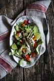 Gebraden okra en avocadosalade Stock Foto's