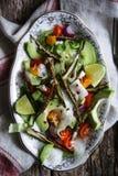 Gebraden okra en avocadosalade Royalty-vrije Stock Afbeeldingen