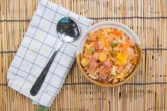 Gebraden rijst in kop Stock Fotografie