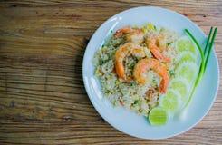 Gebraden rijst met garnalen Stock Foto's