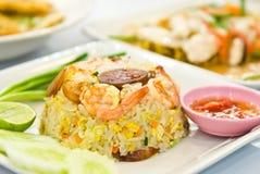 Gebraden rijst met garnalen Royalty-vrije Stock Afbeeldingen