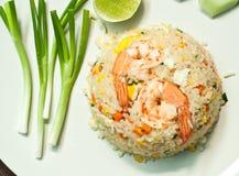 Gebraden rijst met garnalen Stock Afbeeldingen