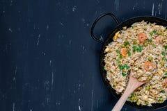 Gebraden rijst met garnalen Gezond Aziatisch voedsel Stock Fotografie