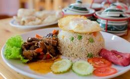 Gebraden rijst met Gebraden zoete peper met vlees stock afbeelding