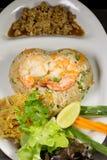 Gebraden rijst met Spaanse pepergarnalen Stock Afbeeldingen