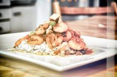 Gebraden rijst met zeevruchten, Thais Voedsel, retro Azië, royalty-vrije stock afbeelding