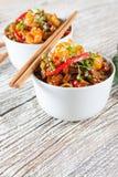 Gebraden rijstnoedels met garnalen Stock Foto