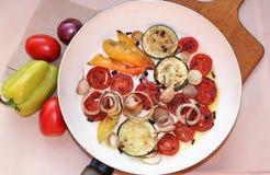 Gebraden seizoengebonden groenten stock afbeeldingen