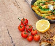 Gebraden vissen en aardappels Stock Fotografie