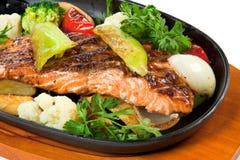 Gebraden vissen met groenten Royalty-vrije Stock Foto's