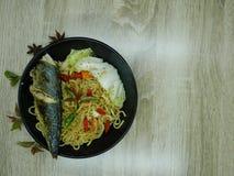 Gebraden vissen met heerlijke saus Klaar te eten royalty-vrije stock foto
