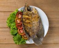 Gebraden vissen op plaat Stock Fotografie