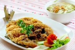 Gebraden vissen, Thaise keuken royalty-vrije stock fotografie