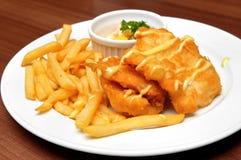 Gebraden vissenfilets en frieten Royalty-vrije Stock Afbeeldingen