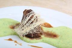 Gebraden vlees met fijngestampte aardappelpuree Royalty-vrije Stock Foto's