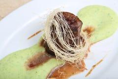 Gebraden vlees met fijngestampte aardappelpuree Stock Afbeeldingen