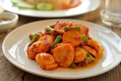 Gebraden vleesballetje met rode Spaanse pepers, Thais voedsel Royalty-vrije Stock Fotografie