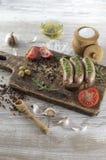 Gebraden worsten met olijfolie Stock Foto's