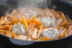 Gebraden wortel en knoflook Royalty-vrije Stock Foto