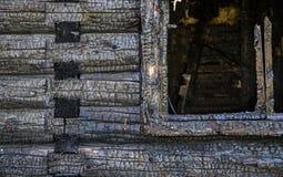 Gebrand logboek houten huis Stock Foto