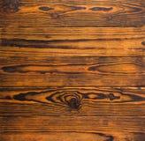 Gebrande en bevlekte houten raad met knopentextuur stock afbeeldingen