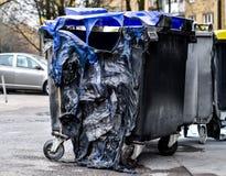 Gebrande en gesmolten vuilnisbakvorm een brand Royalty-vrije Stock Foto