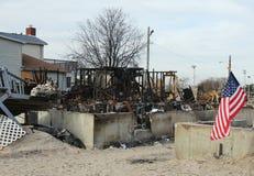 Gebrande huizen in de nasleep van Orkaan Zandig in Winderig Punt, NY Stock Fotografie