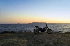 Gebrande verlaten motorfiets op het strand - Zakynthos/Zante-eiland Royalty-vrije Stock Afbeeldingen