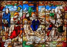 Gebrandschilderd glas - Afdaling van het Kruis royalty-vrije stock afbeeldingen